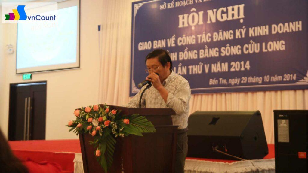 lãnh đạo phòng đkkd tỉnh bến tre phát biểu tại hội nghị