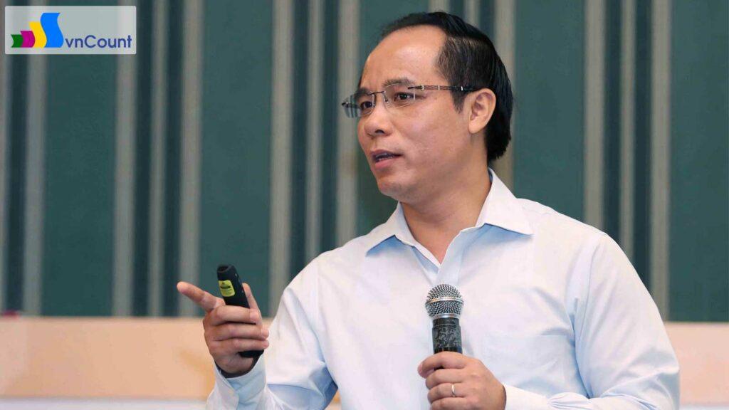 phó Cục trưởng Cục QL ĐKKD trình bày tại Hội nghị