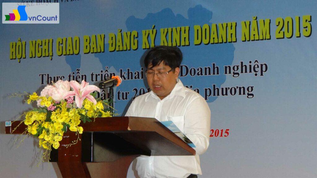 trưởng phòng Đăng ký kinh doanh Sóc Trăng trình bày báo cáo