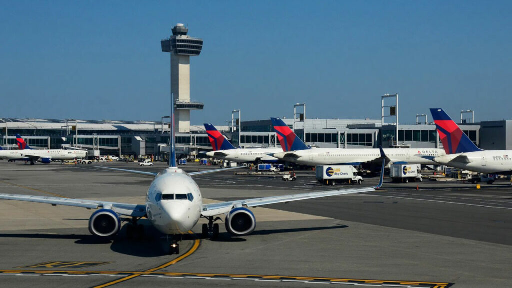 sân-bay-Los-Angeles-LXA